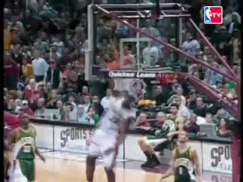LeBron James Alley-Oop from Donyell Marshall