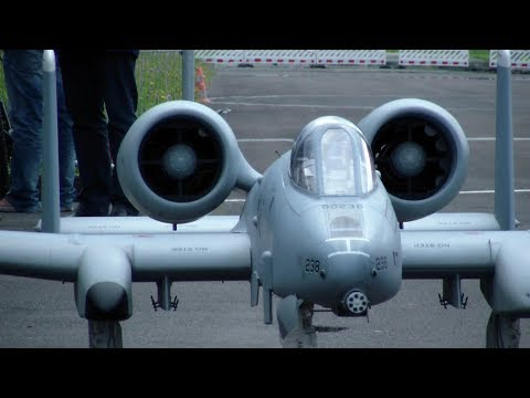 WARTHOG A-10 RC TWIN-TURBINE JET MODEL AIRPORT INTERLAKEN SWITZERLAND