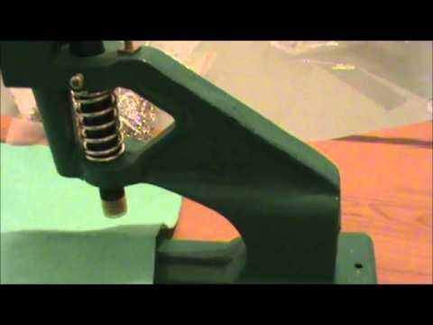 Máquina para colocar remaches ojillos broches pañaleros - YouTube f9fc42990ecb