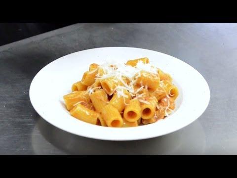 pasta-all'amatriciana-dello-chef-silvio-taddei-|-coce---video-ricetta
