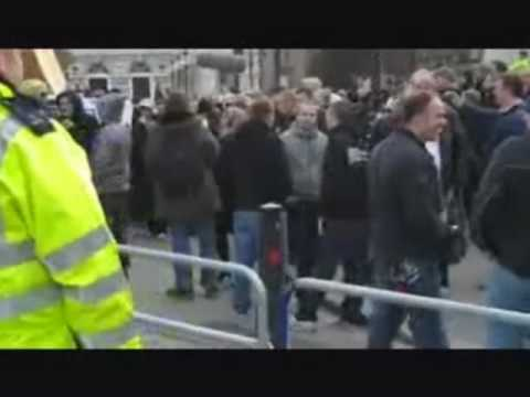 Must Watch: Brave EDL Protect Westminster Abbey From Evil Muslims