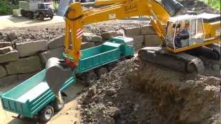 Repeat youtube video RC Abraumentsorgung mit dem Liebherr 944 RC BIG EXCAVATOR AND TIPPER, RC CONSTRUCTION SITE