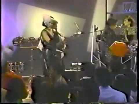 Soul Train 85' Performance - Klymaxx - Meeting In The Ladies Room!
