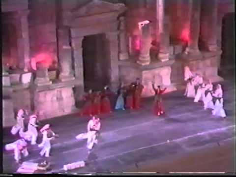 Iraqi National Troupe of Folk Art - Al Dha Al Bdoia - الفرقة