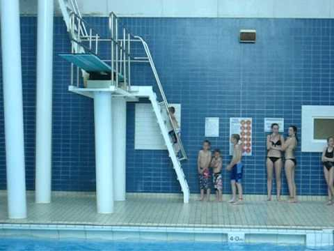crazy boys leo allen age 3 3 metre jump of diving board and swimming amazing youtube