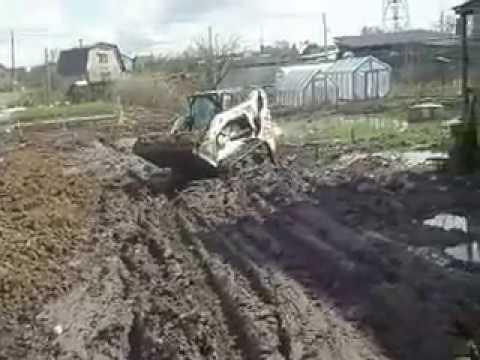 Как отсыпать заболоченный участок погрузчиком Bobcat - Steh39.ru
