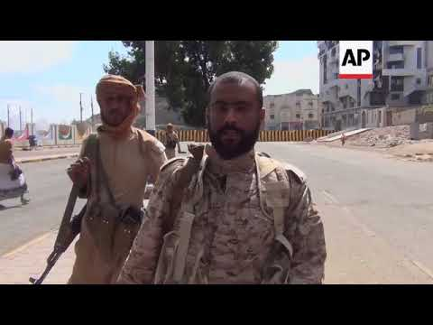 Separatist fighters surround presidential palace in Aden as PM prepares to flee