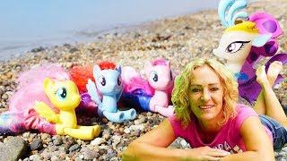 My Little Pony Toys am Meer. Spielzeugvideo für Kinder