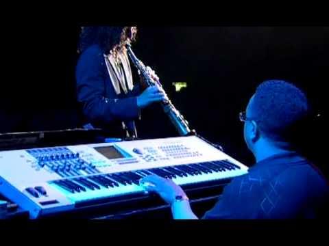 Besame Mucho w/ Kenny G and Robert Damper