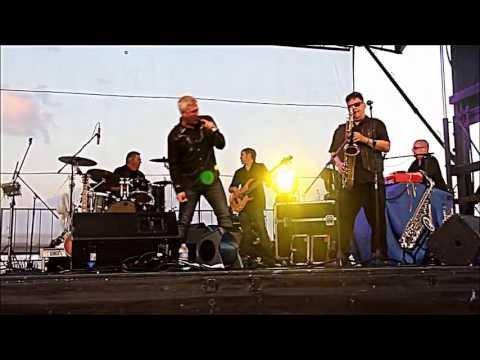 Taylor Hicks singing BACK TO LOUISIANA FloraBama's 1st Annual Shindig on the Sand, Orange Beach, AL.