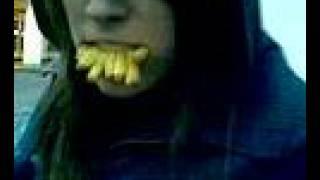 munden fuld af fritter