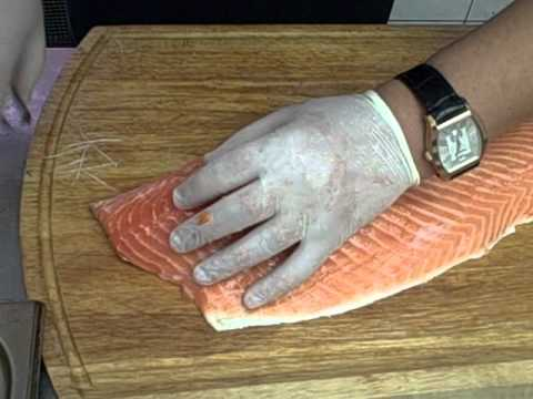 Несмотря на то что купить филе горбуши сегодня можно практически в любом супермаркете, многие хозяйки предпочитают приобретать свежезамороженные тушки горбуши и затем готовить вкуснейшие рыбные блюда. Чтобы быстро очистить и разделать эту рыбу, нужно знать несколько основных.