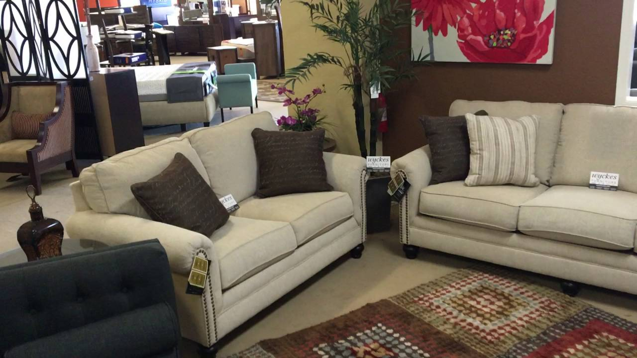 Delicieux Milari 13000 Rolled Arm Nail Head Trimmed Sofa Set