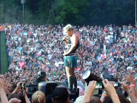 P!NK  IN BERLIN  WHATAYA WANT FROM ME 08062010