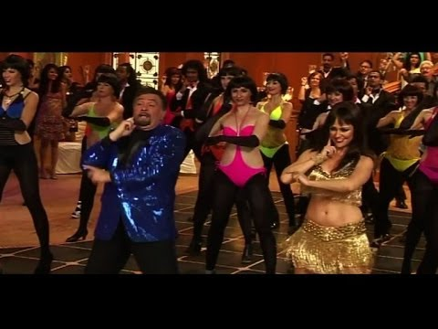 Rishi Does A 'Thumka' With Hot Girls - Bollywood Country Videos