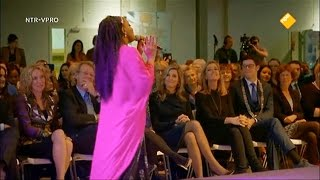Kizzy sings for Queen Maxima at the Joke Smit Award Ceremony