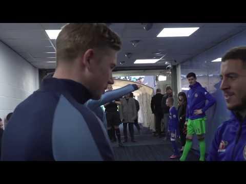 Eden Hazard hugs Kevin De Bruyne before Man City vs Chelsea 2016 - Tunnel cam