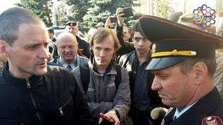 Удальцов удерживается в полицейском автомобиле более 48 часов