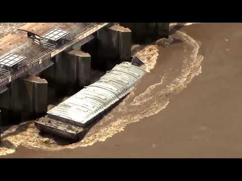 Corey & Patrick In The Morning - 2 barges slam into dam on swollen Arkansas River
