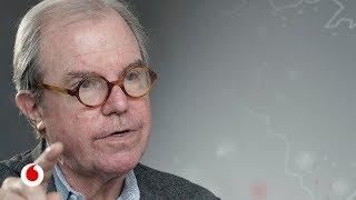 """Nicholas Negroponte: """"En el futuro aprenderemos idiomas tomando una pastilla"""""""