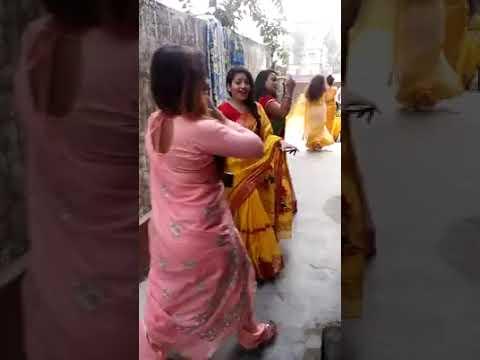 Hot dance by Bengali Bhabhi in Saree on Saat Samundar Paar Mein Tere Piche Piche aa Gayi Song Part 3