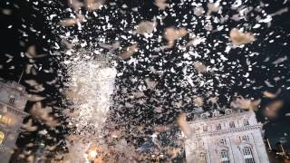 Download Video PICCADILLY CIRCUS FEATHER FIGHT Finale by FRANCE LES STUDIOS DE CIRQUE, London 09/03/12 MP3 3GP MP4
