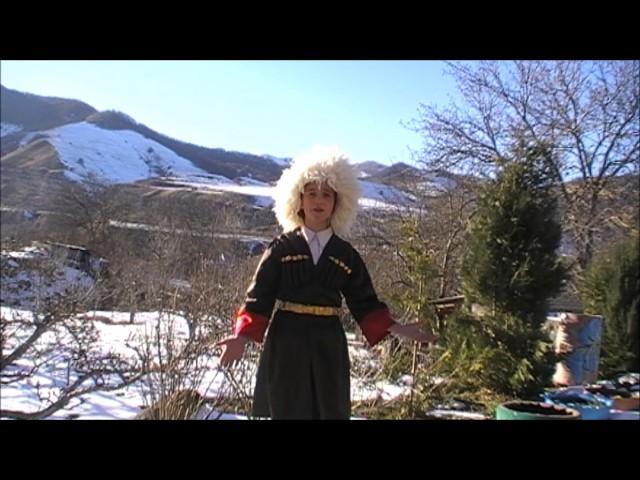 Изображение предпросмотра прочтения – РадимаКартлыкова читает произведение «Синие горы Кавказа» М.Ю.Лермонтова
