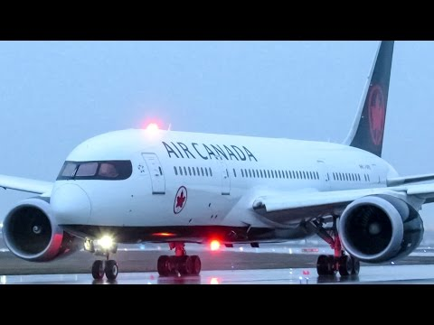 "Air Canada ""New Livery"" 787-8 (B788) departing Montreal (YUL/CYUL)"