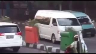 Video Innalillahi ! Ini Nih Yang Bikin Ojek Online Ribut Dengan Mobil Angkot Di Tangerang ! download MP3, 3GP, MP4, WEBM, AVI, FLV November 2017