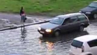 Прикол на улице после дождя