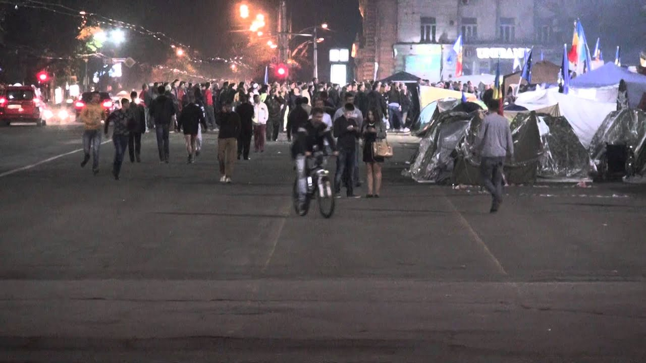 O oră după încheierea mitingului: Protestatarii nu se dau duși din PMAN