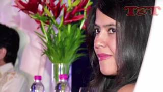 Ekta kapoor worst wardrobe malfunction ever | flaunts butt in public