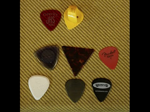 Do different types and thicknesses of guitar picks change the tone? Vlog 16