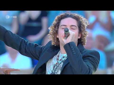 K'naan & David Bisbal - Wavin' Flag (Live At Wetten Dass 23.05.2010)