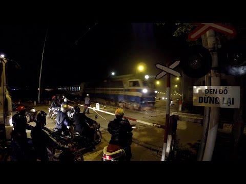 Train T8702 MR1 Hanoi - Nanning (2015)