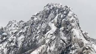 겨울 눈 오는 날 강원도 설악산 울산바위 자태