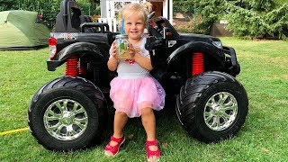 Little Girl Elis camping with brother Thomas - Ride On Power Wheels Fun