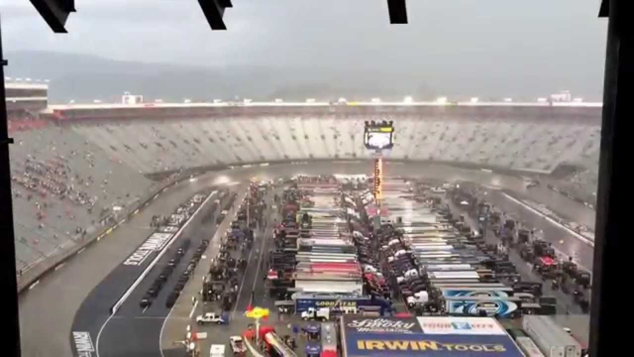 Snow prompts NASCAR to postpone races at Martinsville Speedway to Monday