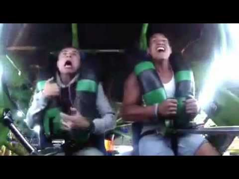 Kid Loses His On The Slings Ride Pay Attention To The Guy On The Left