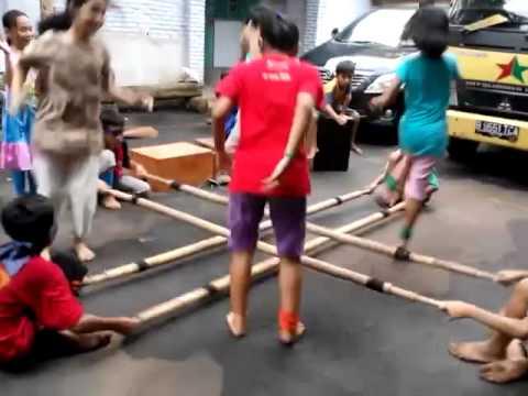 Bermain Tongkat Bambu Taman Main 2 Youtube