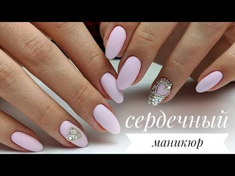 Стразы на розовых ногтях