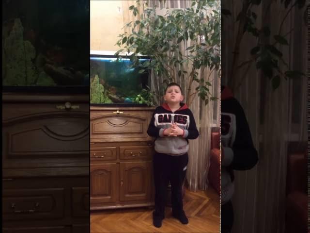 Изображение предпросмотра прочтения – МихаилПлитчук читает произведение «Ворона и Лисица» И.А.Крылова