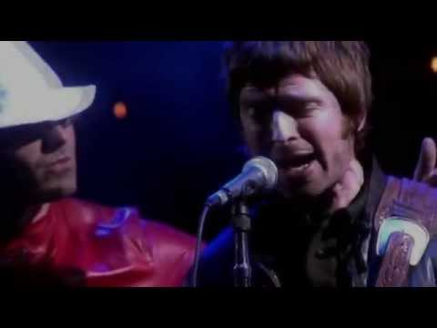 Liam Fight against Noel on Stage - Oasis Concert 2005 Live in Manchester