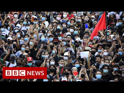 Thai protesters confront royals in Bangkok visit - BBC News