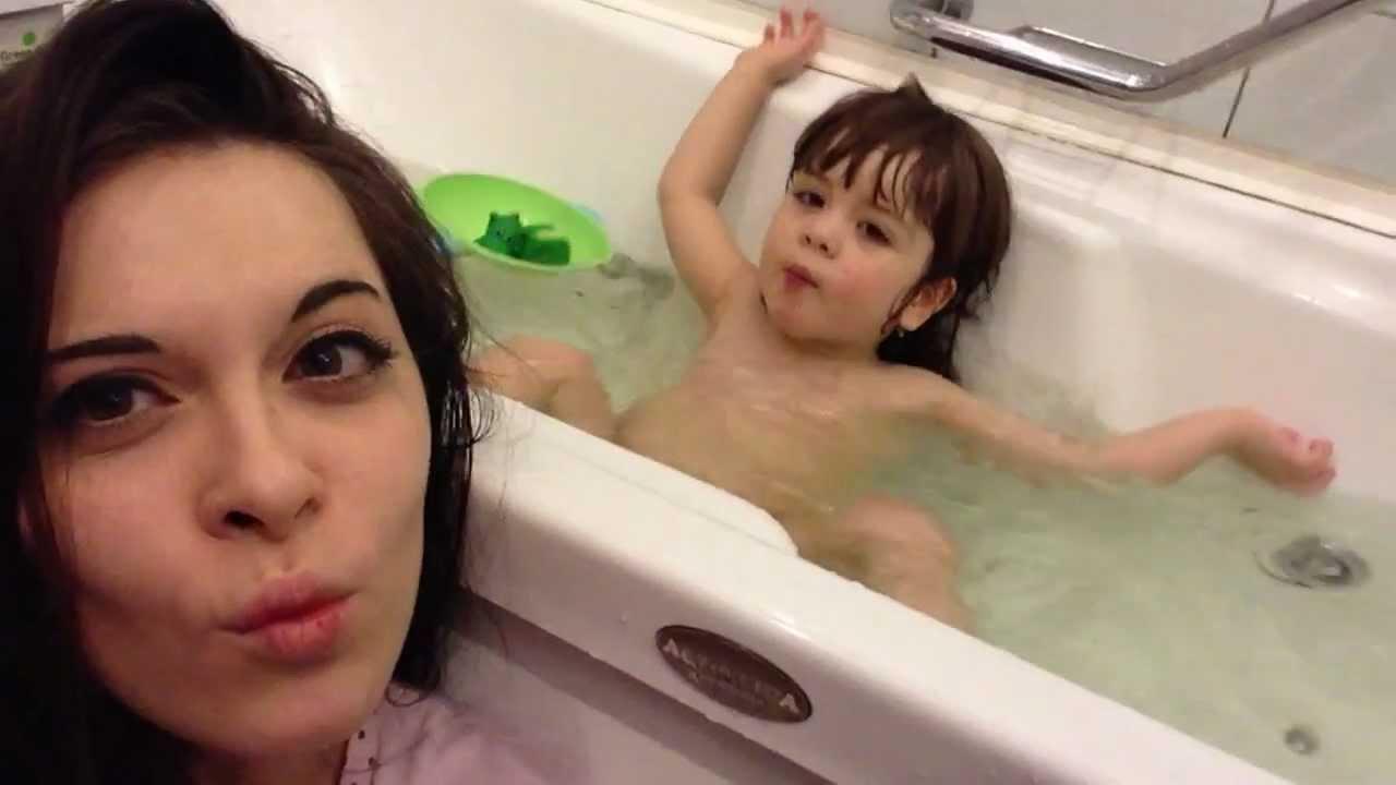 голая девочка в ваной с саматыком