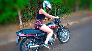 ENSINEI MINHA AMIGA ANDAR DE MOTO