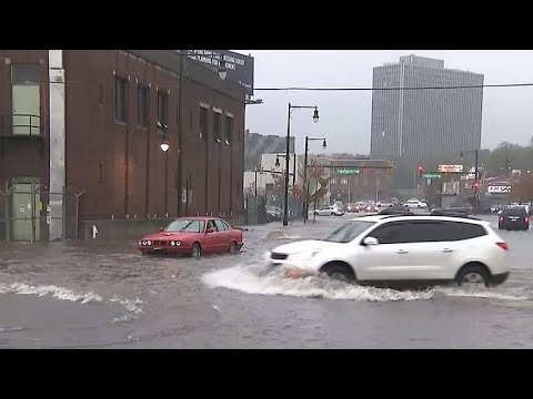 Powerful storm batters Northeast