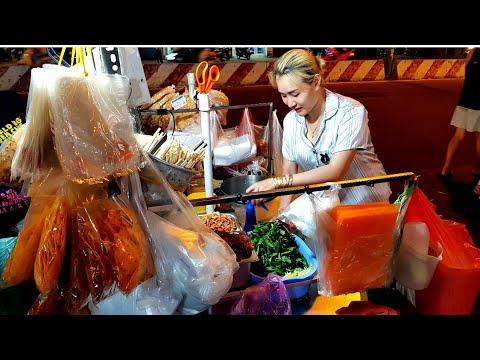 Em gái Sài Gòn cực xinh bán bánh tráng trộn ngon xuất sắc | saigon travel Guide