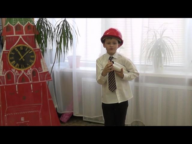 Изображение предпросмотра прочтения – ПорхунПавел читает отрывок изпроизведения «Кем быть?» В.В.Маяковского
