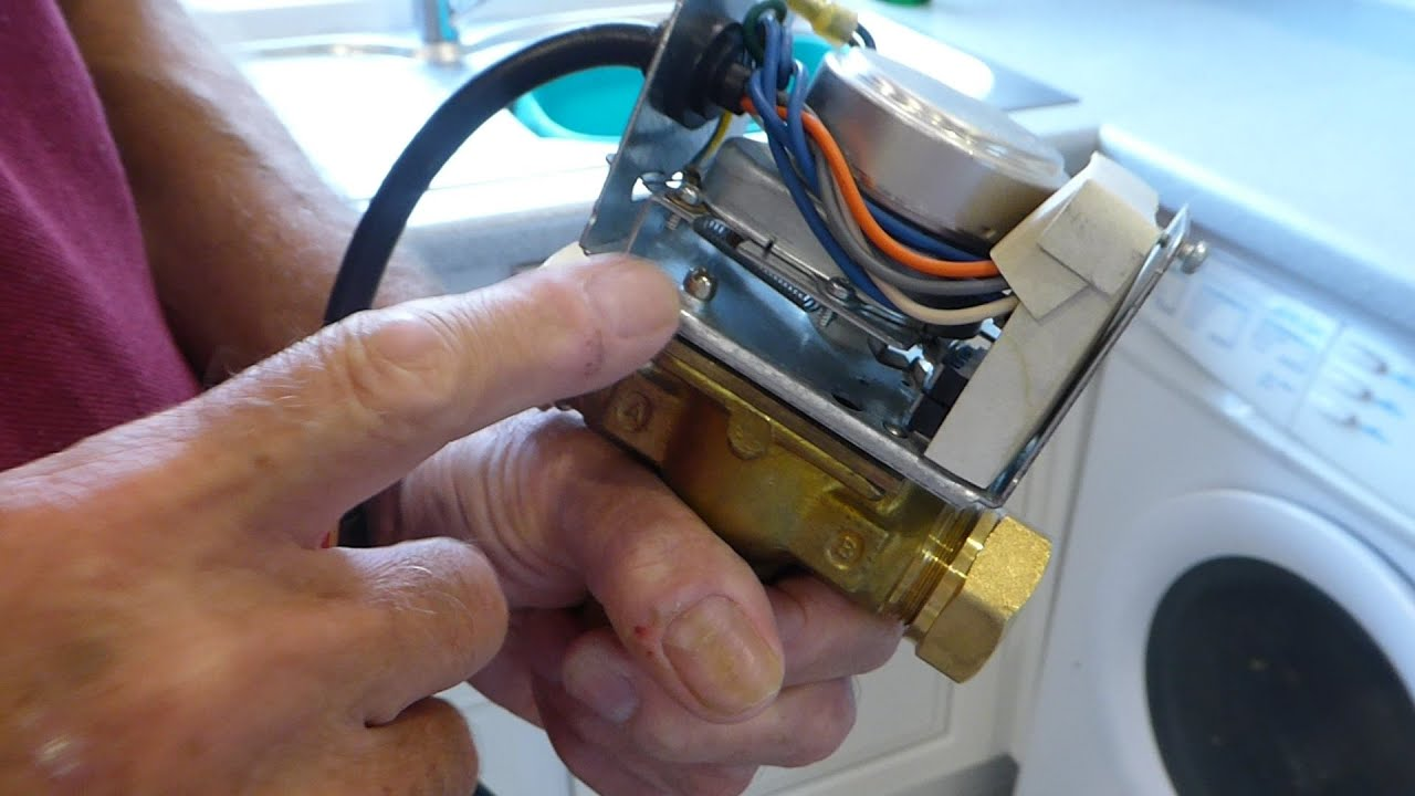 How to renew a three port motorised valve head No draining down  YouTube
